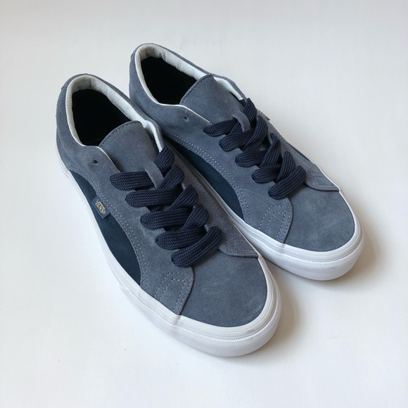 750b167cc7 Vans Lampin Blue Suede 90s Style Wide Lace. M 5b7dd37edcfb5a5468be5114